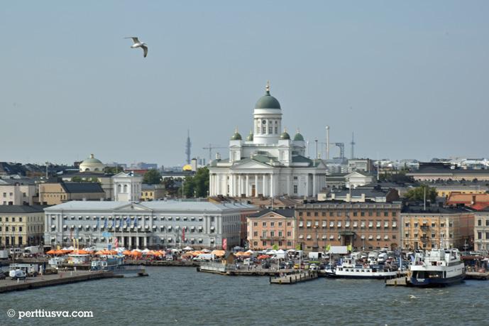Helsinki: El mercadillo y el catedral